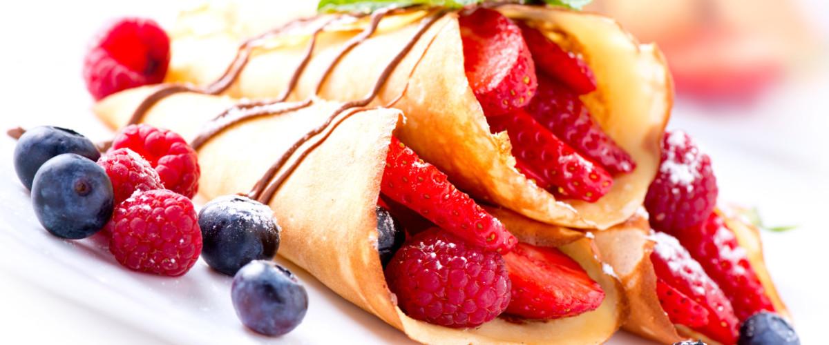 cienkie naleśniki z owocami